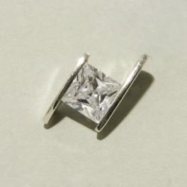 Sidabrinis pakabukas su cirkonio kristalu